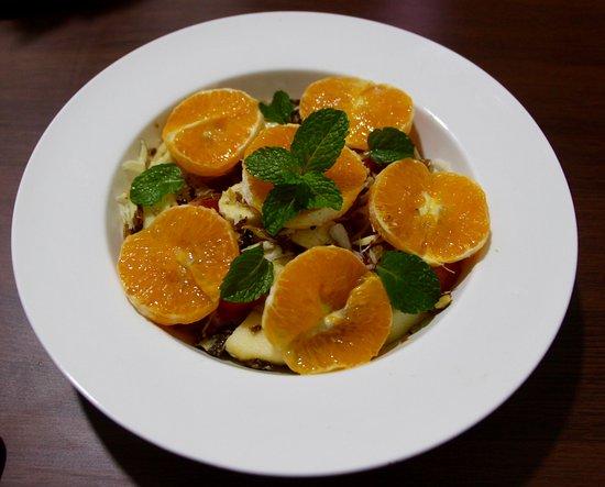 Med5 Restaurant: fruit salad with mandarine