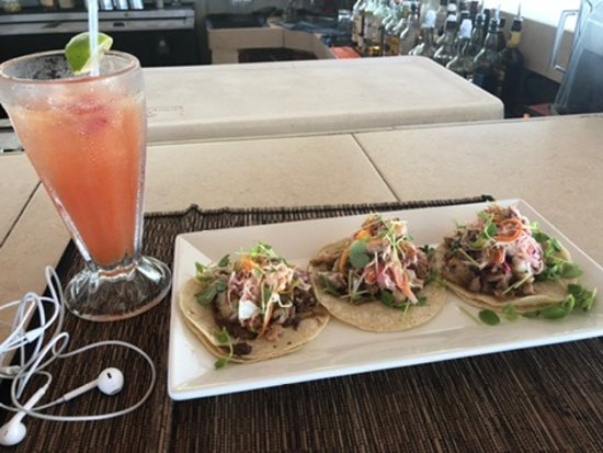 Blue Water Grill: Pork Belly tacos and Rum Punch