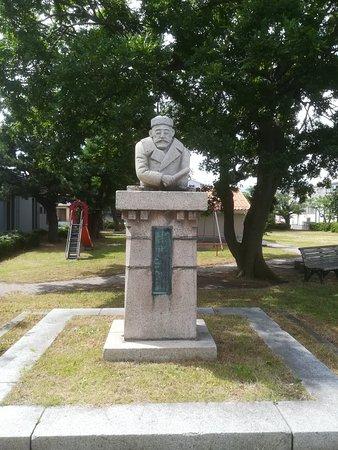 Shimomura Fusajiro Statue