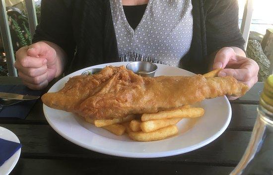 Grantchester, UK: Beer-battered fish n chips - meal presentation not a high point