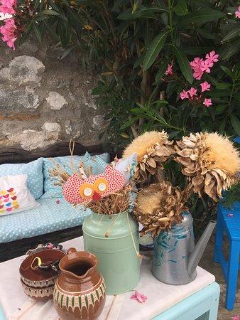 Dimitri Ada Evi & Restaurant: Huzurlu bir bahçe