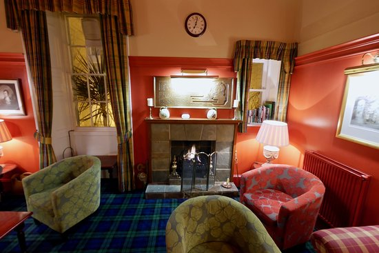 The Selkirk Arms Bar, Bistro and Restaurant: Relax in the burns Room
