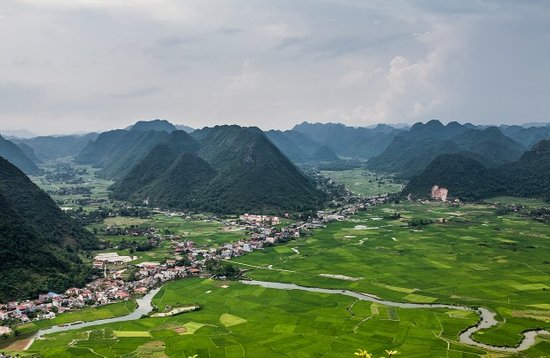 Luxury Travel: Day tours to Bac Son valleys