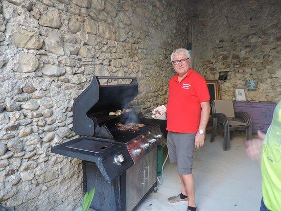 Saint-Victor-de-Malcap, France: Kok Geert an de bbq