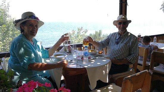 Plakamoto: Un sitio encantador con una terraza muy agradable sobre el Mar Negro.