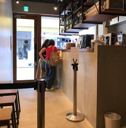 Daimyo Soft Cream: 着席したイータリから見た店内