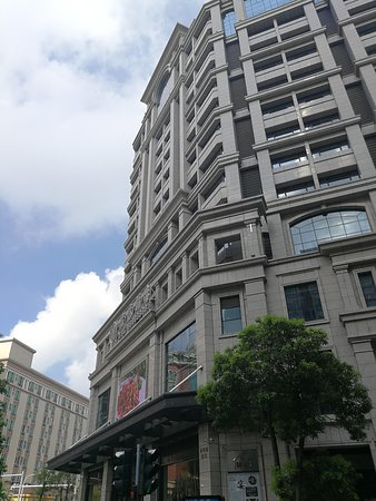 Hongtai Hotel: View of the building with the main entrance