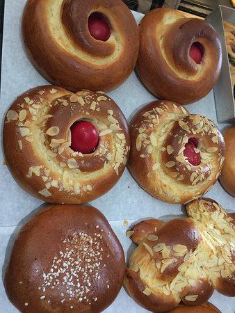 New Marina Bakery Archagelitissa: Tsoureki