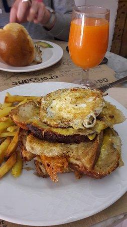 La Desayuneria: Grilled chesse sandwich