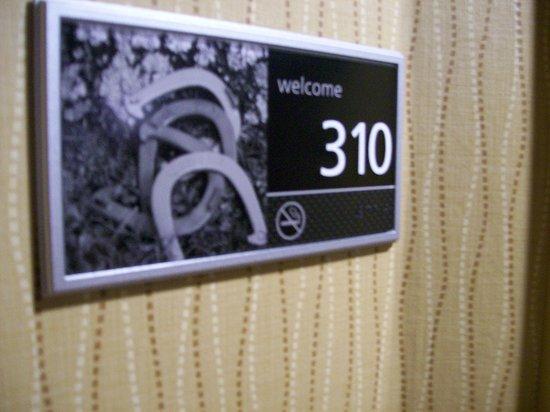 Hampton Inn Anderson: Signage at Room Door