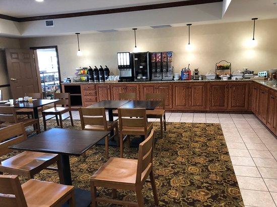 Country Inn & Suites by Radisson, Ashland - Hanover, VA: Huge breakfast area