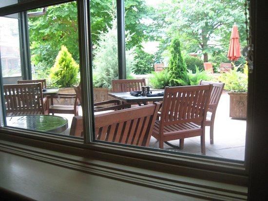 Cedric's Tavern - Biltmore Estate: outdoor seating