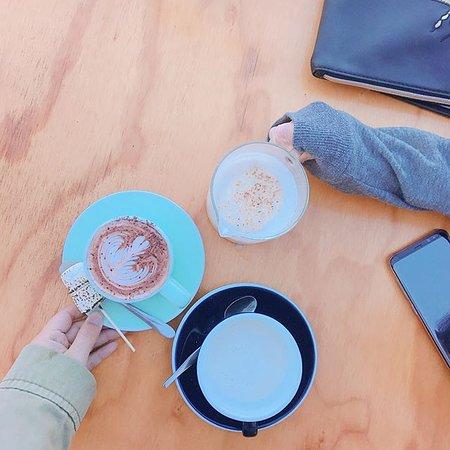 Como, Australien: hot chocolate and chai latte