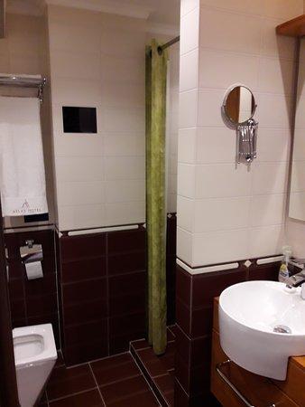Atlas Hotel: Bathroom