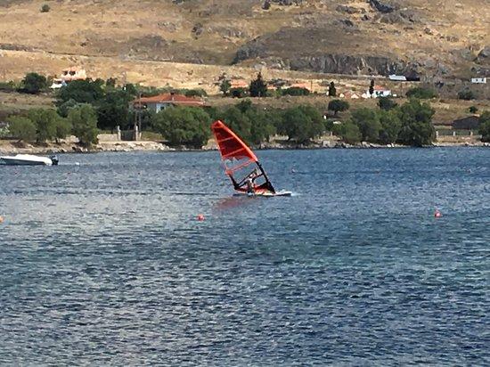 Sigri Kite/Surf: 41 k,/h val siklás a teljesen hullámmentes vizen