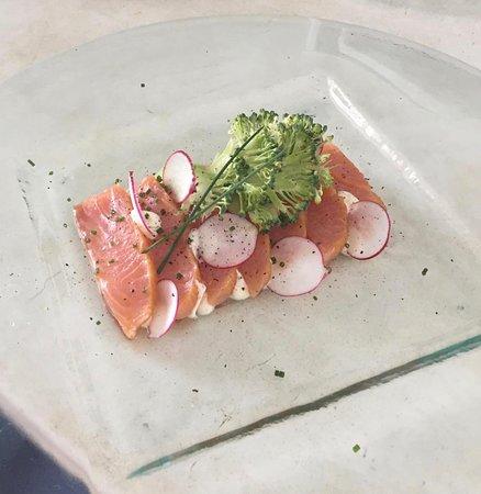 SevenSenses Gastronomy: Smoked Salmon Delmonico / yuzu /truffle oil / spicy mayonnaise / broccoli