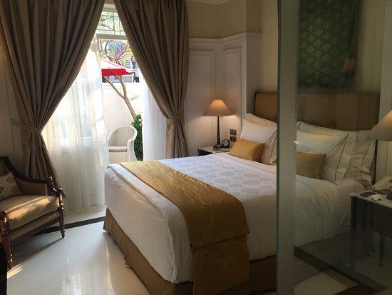 The Hermitage, a Tribute Portfolio Hotel, Jakarta: 寝室。そして、テラス。