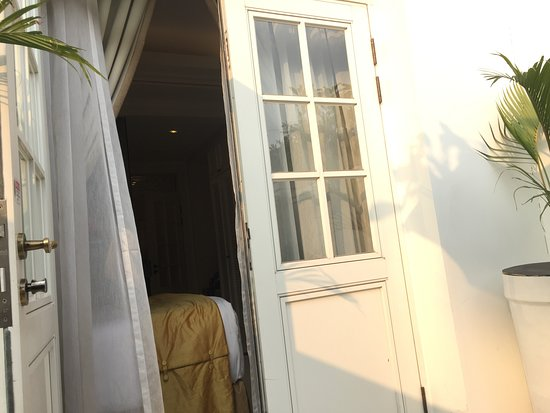 The Hermitage, a Tribute Portfolio Hotel, Jakarta: テラスに座って、部屋を見る。