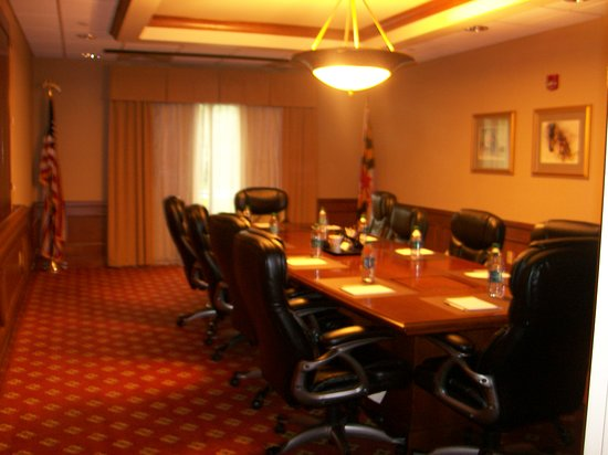 Hampton Inn & Suites Frederick-Fort Detrick: One of the Hotel's business conference room