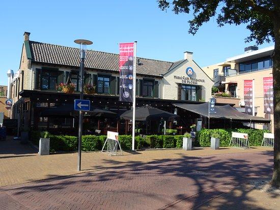Hotel Cafe Restaurant De Ploeg: Hotel De Ploeg, voorzijde