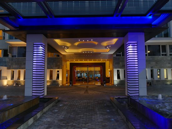 Alexander The Great Beach Hotel: Entrance
