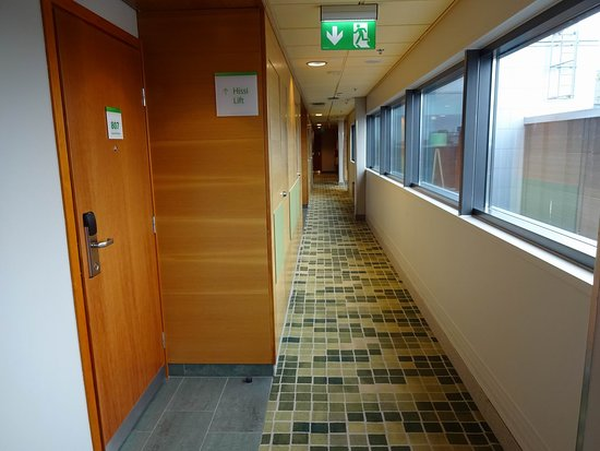 Holiday Inn Helsinki City Centre: 8th floor hallway