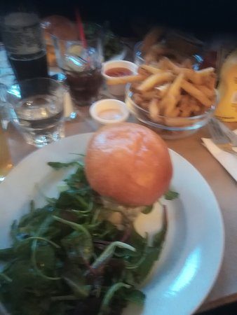 Le Ruisseau: A nice salad comes with the burger