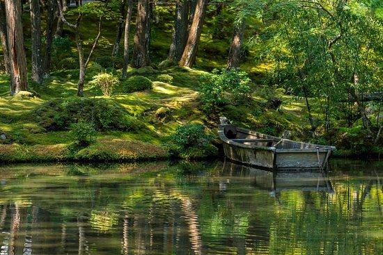 Saihoji Temple: that boat in Ogonchi Pond