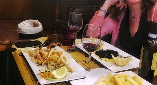 Trattoria Al Gazzettino: Frittura mista di pesce e baccalà mantecato con nero di seppia