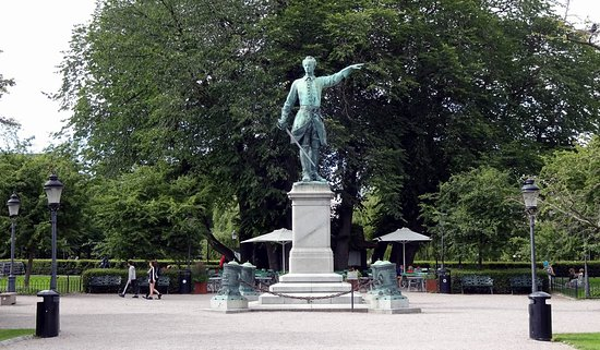 Karl XII staty Kungstradgarden: The statue