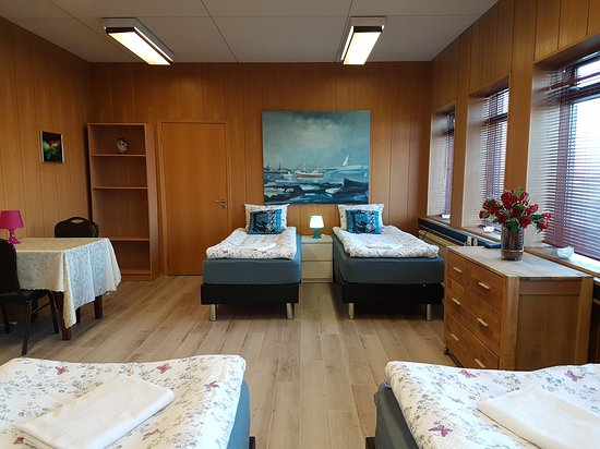 Art Hostel: Quadruple room with shared bathroom and private kitchenette