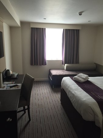 Premier Inn Newcastle City Centre (The Gate) hotel: Large and smart room.