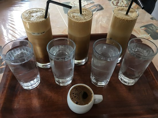 Anatoli, Yunanistan: Frappés and Greek coffee from Café-Taverna Aposperida