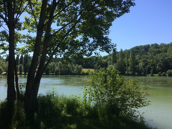 Prayssas, Francja: Vue du Lac de Néguenou
