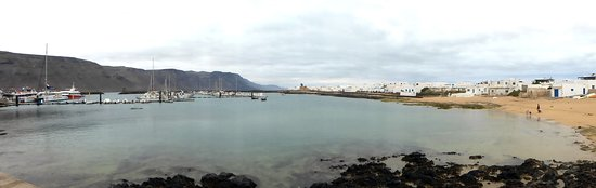 Day Sail to La Graciosa: Wide view of the beach and marina