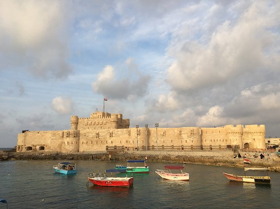 Fort Qaitbey: Fuerte con una pequeña ensenada