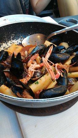 Tegamaccio alla marinara (paccheri in salsa e molluschi)