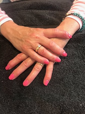 Hatherleigh, UK: Gel Nail application