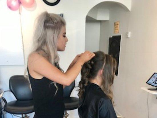 Hatherleigh, UK: Prom Hair Day!