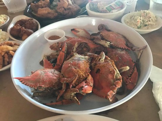 Crisfield, แมรี่แลนด์: All you can eat crabs with Old Bay on the crabs and more on the side