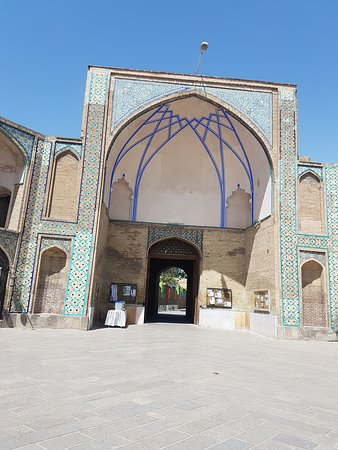 Jameh Mosque of Qazvin: outside the mosque.