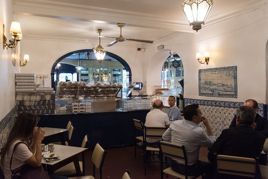 Pastéis de Belém: Front seating area