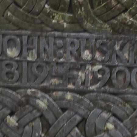 John Ruskin's Grave张图片