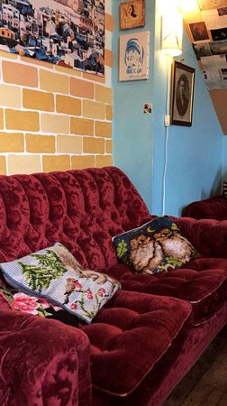Die Rote Couch Picture Of Cafe Babalu Reykjavik Tripadvisor