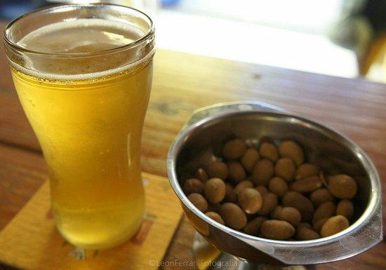 Bar do Vinicius: Cerveja gelada e amendoim.