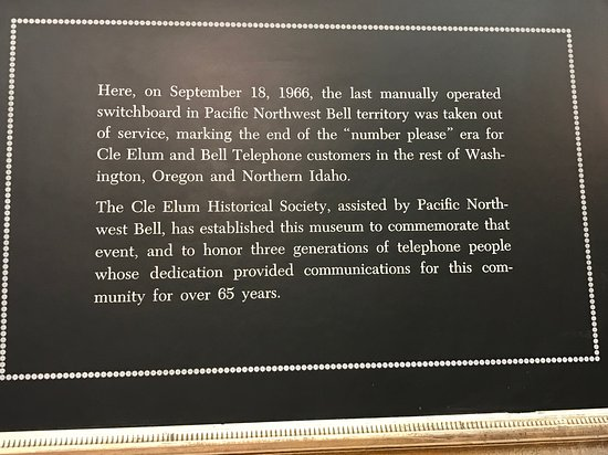 Telephone Museum: sign about manual switchboard