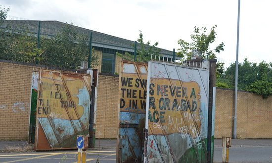 NI Black Taxi Tours: Gates in a peace line in West Belfast.