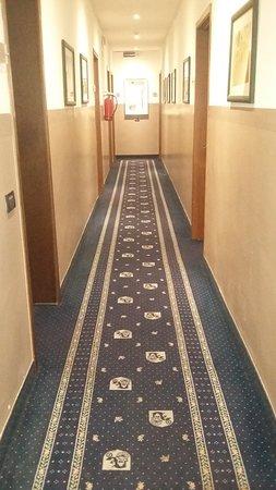 Hotel Roberta: pasillo interior