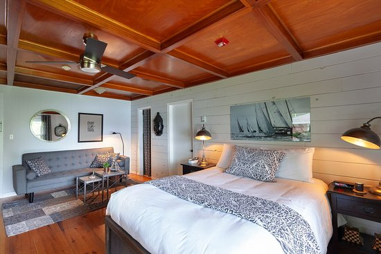 Lighthouse Motel & Cottages: Waterview Suite