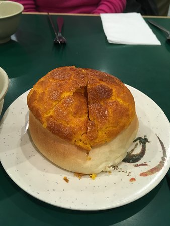 Lido Restaurant: Pineapple bun served with main course